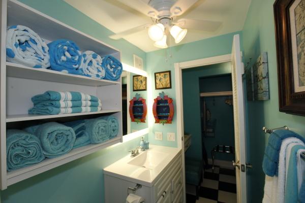 26 bath towels sink
