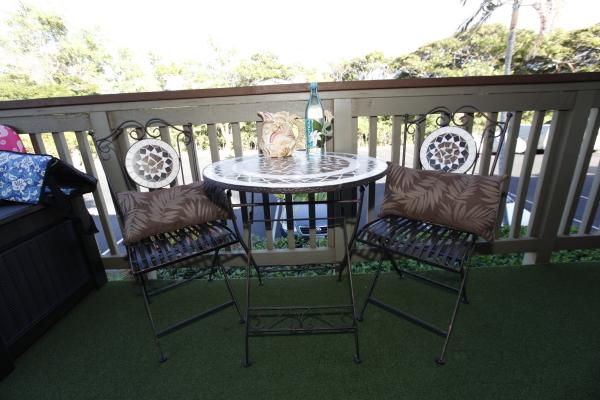 31 Lanai round table